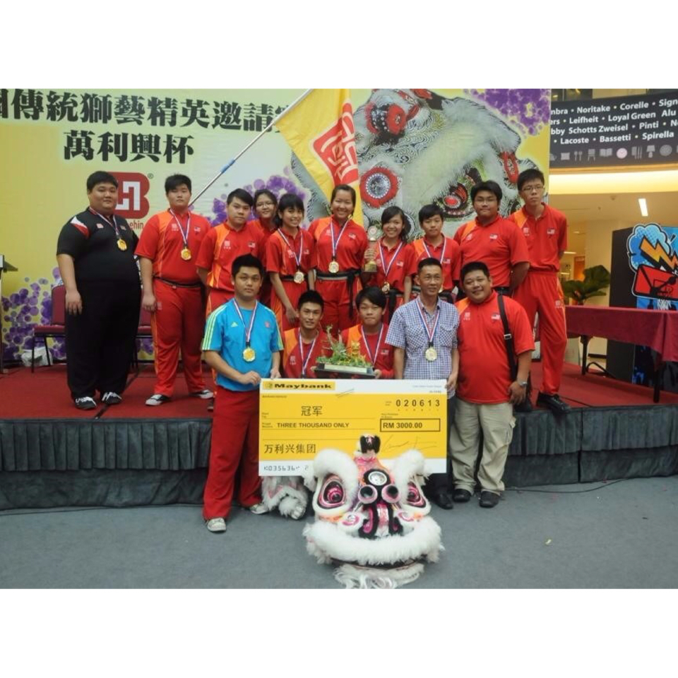2013 National Traditional Lion Dance Invitational [Champion] and [The best props Award 2013]